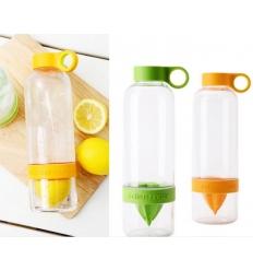 Flaska med citruspress