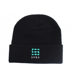 Knitted cap with embrodiery